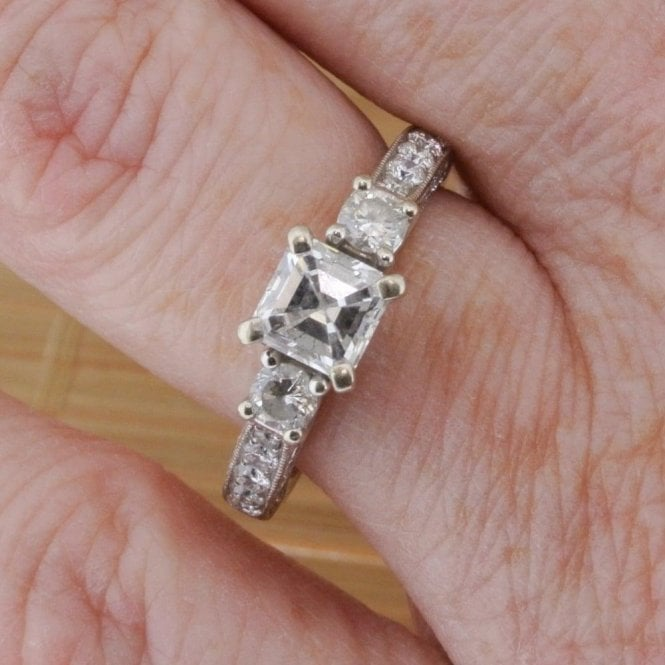 Fine Quality Jewellery 14ct White Gold D VS2 Colour Diamond Ring 3.6gms