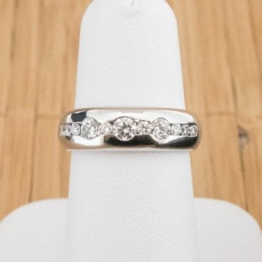 18ct White Gold .51ct 11 Stone Diamond Ring 6.2gms
