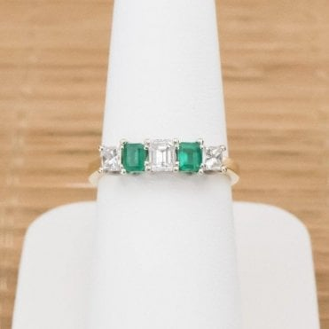 18ct Yellow Gold Emerald and Diamond Ring 3.6gms